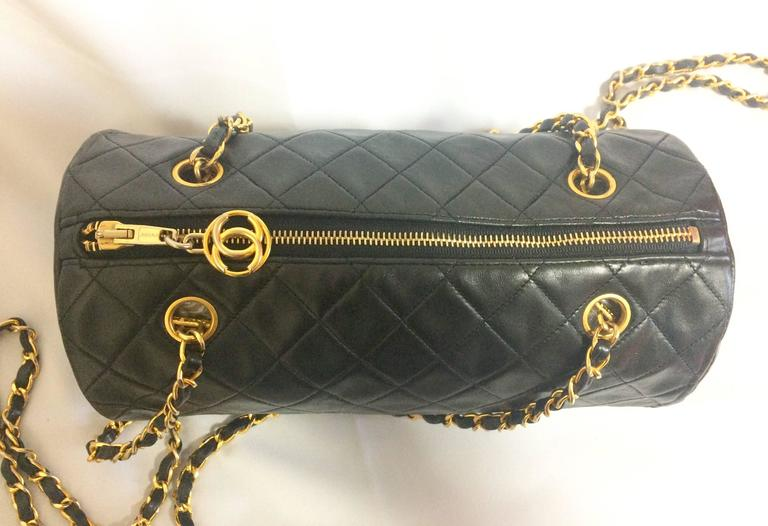 Vintage CHANEL black lamb leather golden chain shoulder bag in round drum shape. 6