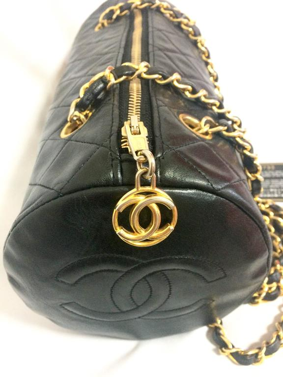 Vintage CHANEL black lamb leather golden chain shoulder bag in round drum shape. 7