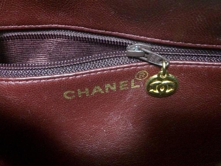 Vintage CHANEL black lamb leather golden chain shoulder bag in round drum shape. 9