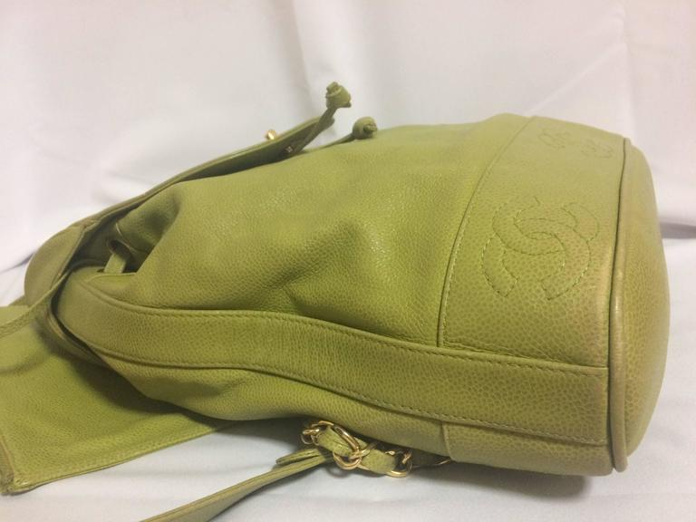 Vintage CHANEL green caviar leather backpack with gold chain strap and CC motif. For Sale 1