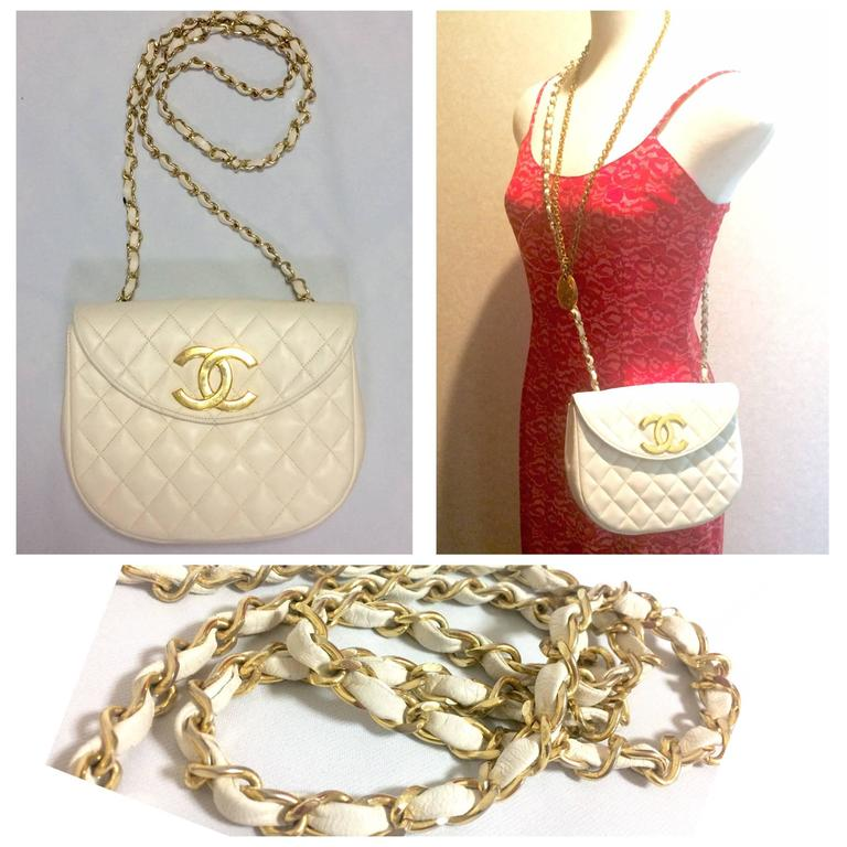 Vintage CHANEL ivory white lambskin 2.55 chain shoulder bag with gold CC motif. For Sale 5