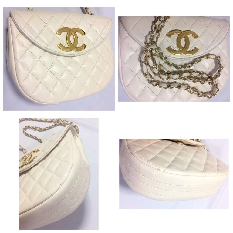 Vintage CHANEL ivory white lambskin 2.55 chain shoulder bag with gold CC motif. For Sale 4