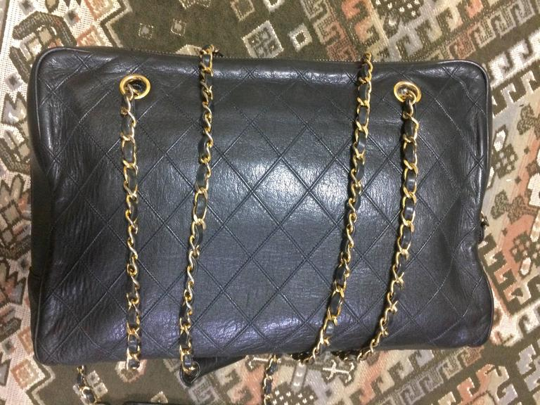 Vintage CHANEL black goatskin shoulder bag with gold tone chains and cc charm. 4