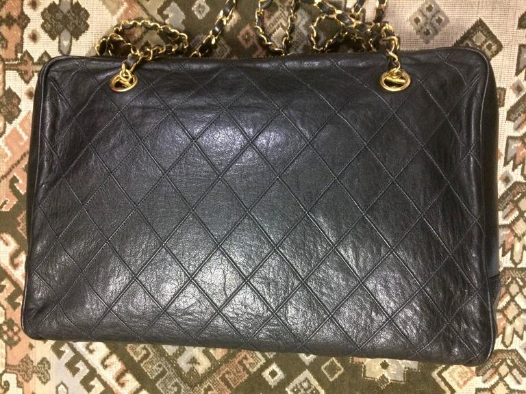 Vintage CHANEL black goatskin shoulder bag with gold tone chains and cc charm. 5