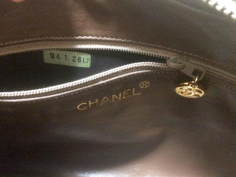 Vintage Chanel beige lamb camera bag style shoulder bag, Chevron, diamond stitch For Sale 2