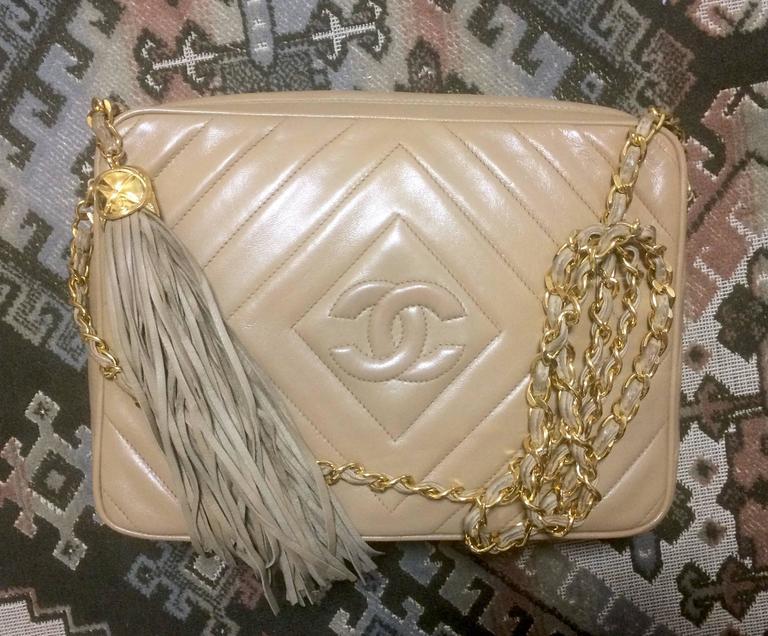 Women's Vintage Chanel beige lamb camera bag style shoulder bag, Chevron, diamond stitch For Sale