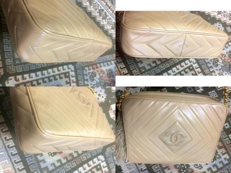 Vintage Chanel beige lamb camera bag style shoulder bag, Chevron, diamond stitch For Sale 1