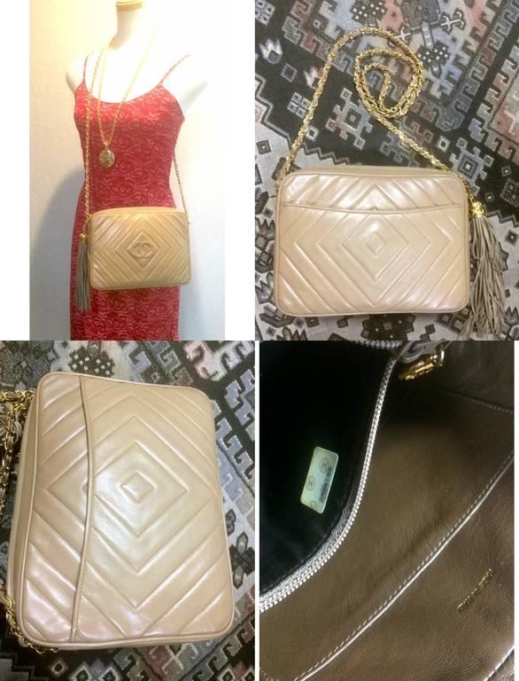 Vintage Chanel beige lamb camera bag style shoulder bag, Chevron, diamond stitch For Sale 5
