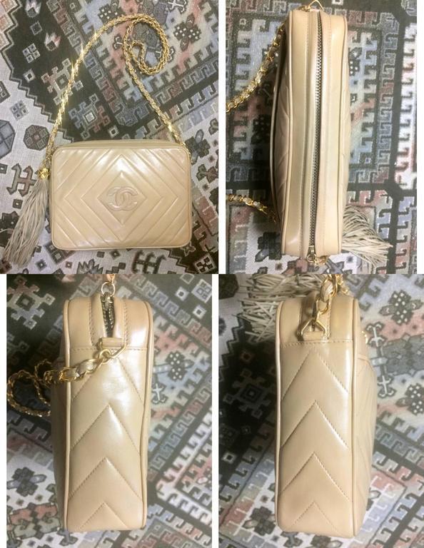 Vintage Chanel beige lamb camera bag style shoulder bag, Chevron, diamond stitch For Sale 4