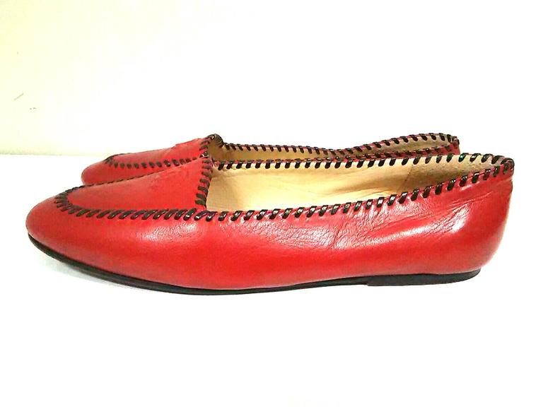Vintage CHANEL lipstick red calfskin leather flat pump shoes with black stitches In Good Condition For Sale In Kashiwa, Chiba