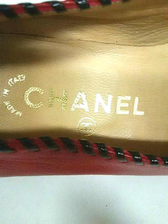 Vintage CHANEL lipstick red calfskin leather flat pump shoes with black stitches For Sale 1