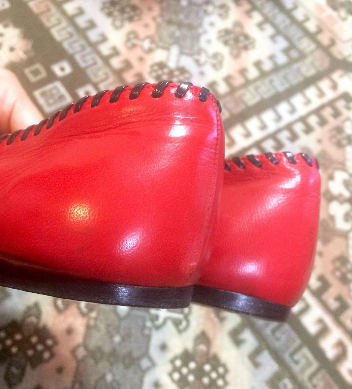 Vintage CHANEL lipstick red calfskin leather flat pump shoes with black stitches For Sale 2