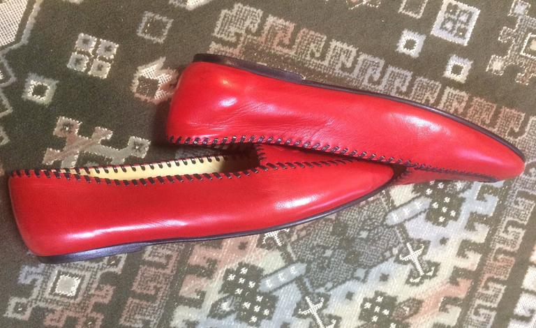 Vintage CHANEL lipstick red calfskin leather flat pump shoes with black stitches For Sale 4