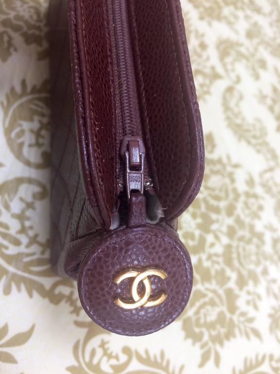 Vintage CHANEL wine brown caviar leather cosmetic, toiletries, makeup pouch. In Good Condition For Sale In Kashiwa, Chiba