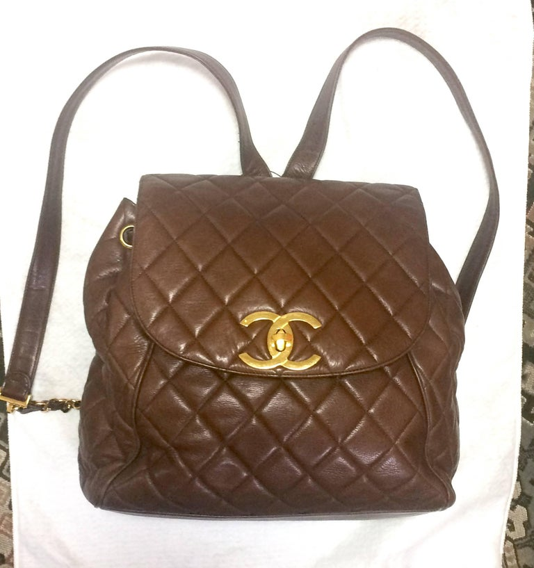 Vintage CHANEL quilted brown lamb leather backpack with gold chain and large CC. 10