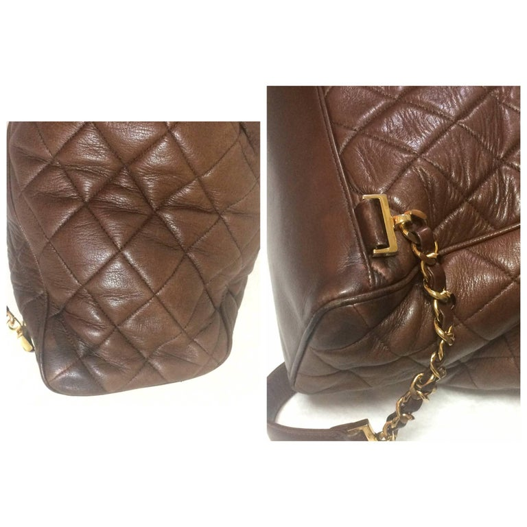 Vintage CHANEL quilted brown lamb leather backpack with gold chain and large CC. 7