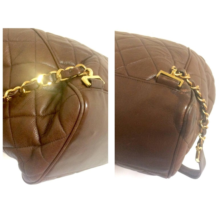 Vintage CHANEL quilted brown lamb leather backpack with gold chain and large CC. 8