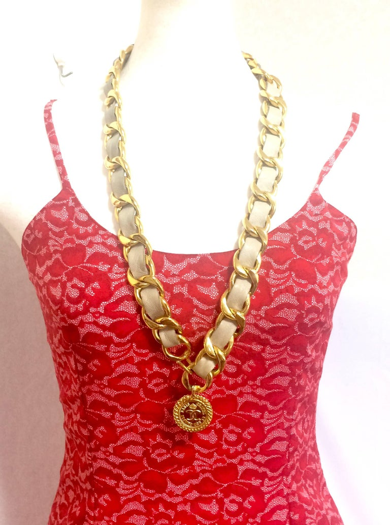 Vintage CHANEL beige leather thick chain belt with golden CC and mademoiselle. For Sale 4