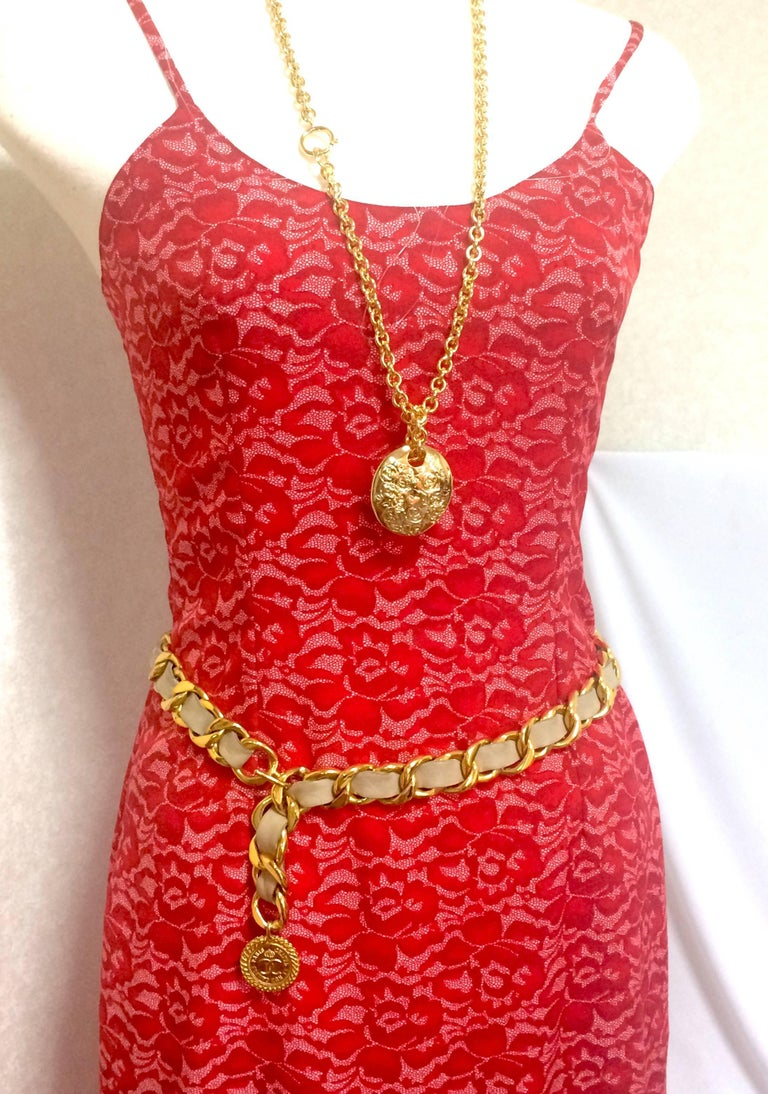 Vintage CHANEL beige leather thick chain belt with golden CC and mademoiselle. For Sale 5