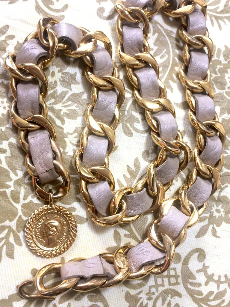 Vintage CHANEL beige leather thick chain belt with golden CC and mademoiselle. For Sale 2