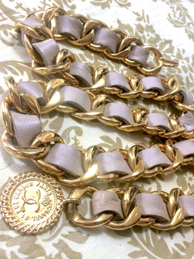 Women's Vintage CHANEL beige leather thick chain belt with golden CC and mademoiselle. For Sale