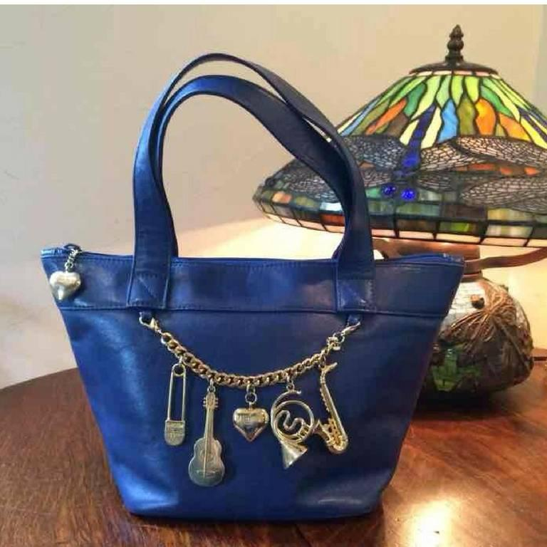 Women's Vintage Moschino navy blue leather classic tote bag with golden dangling charm. For Sale