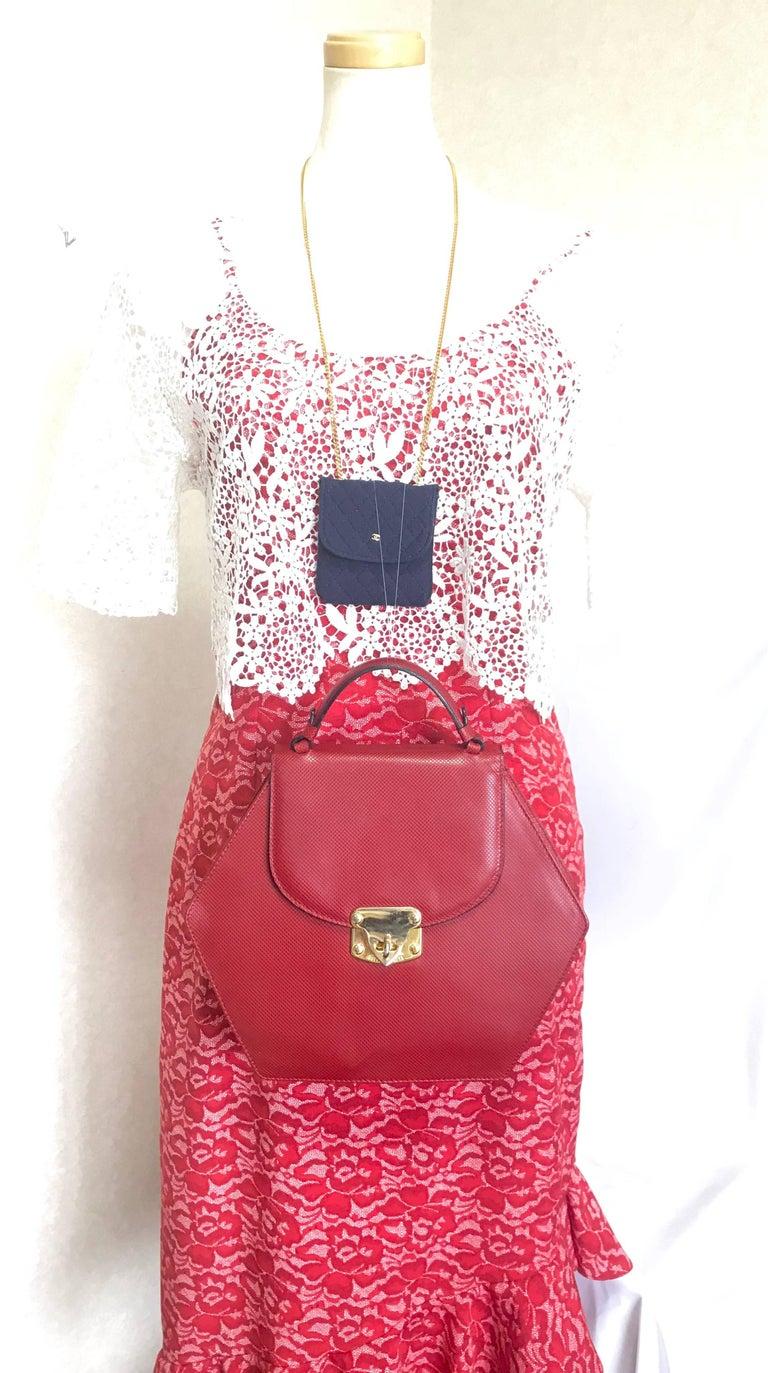 Vintage Bottega Veneta grained red leather hexagon shape handbag with gold motif For Sale 9