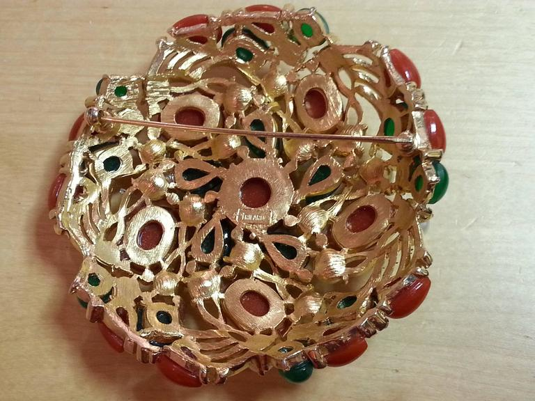 1960's TRIFARI Kashmir Faux Coral Emerald Pearl Large Circular Brooch In Excellent Condition For Sale In Palm Springs, CA