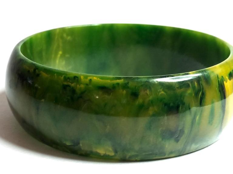 1930s Swirled Bakelite Green Faux Jade Bangle Bracelet 3