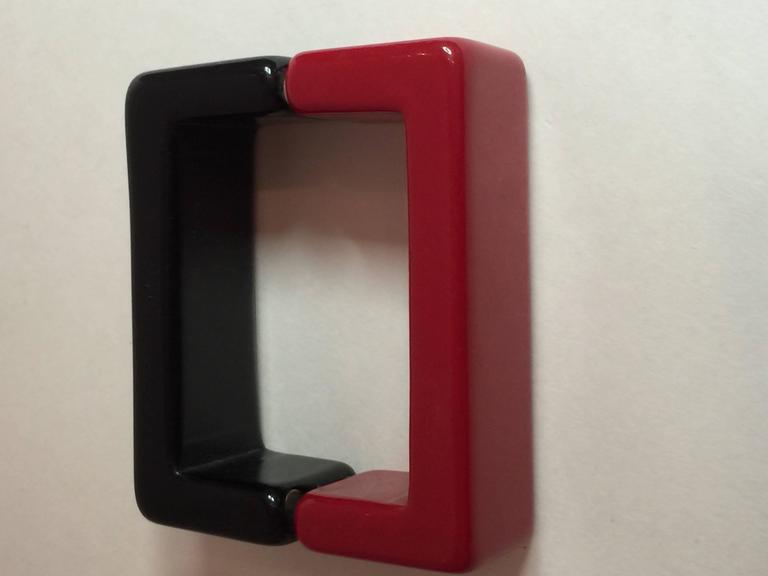 1990s Red Black Resin SQUARE Magnetic Closure Bangle Bracelet 2