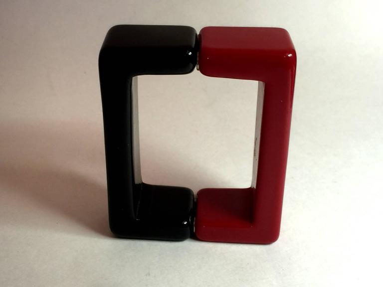 1990s Red Black Resin SQUARE Magnetic Closure Bangle Bracelet 5