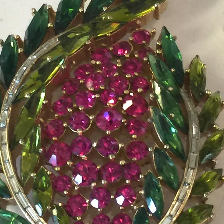 1950s Magnificent TRIFARI Laurel Wreath Shaped Brooch Pin For Sale 2