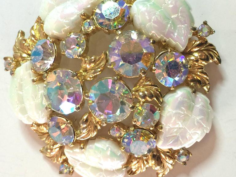 1950s SCHIAPARELLI Borealis White and Rhinestone Goldtone Floral Brooch Pin In Excellent Condition For Sale In Palm Springs, CA