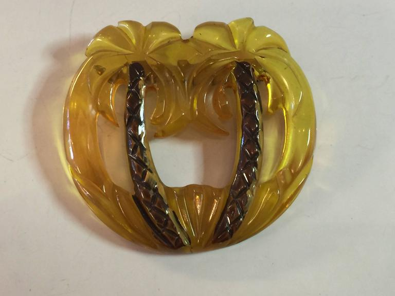 Women's 1930s Applejuice Figural Carved Bakelite Palm Trees Brooch pin For Sale