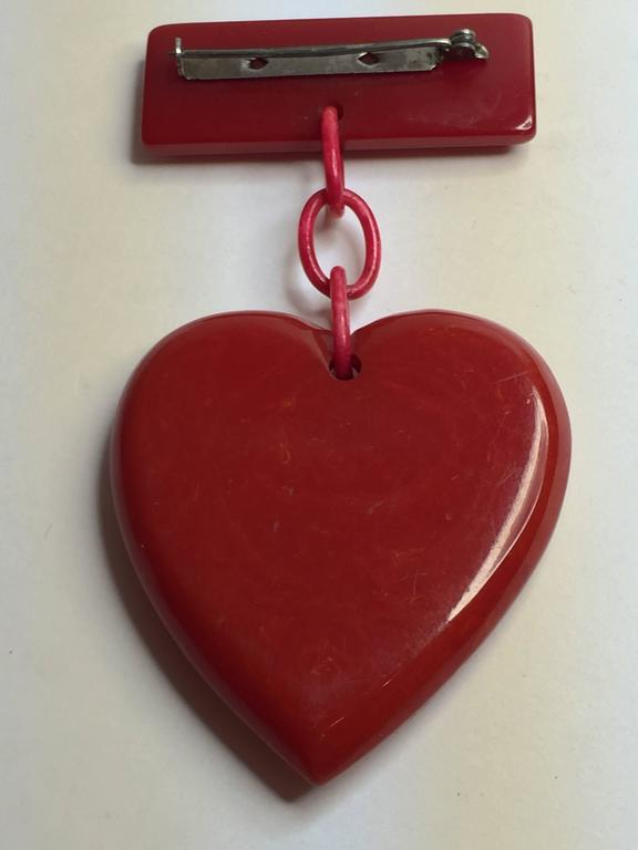1930s RED Bakelite Suspended Heart from Bar Pin Brooch 2