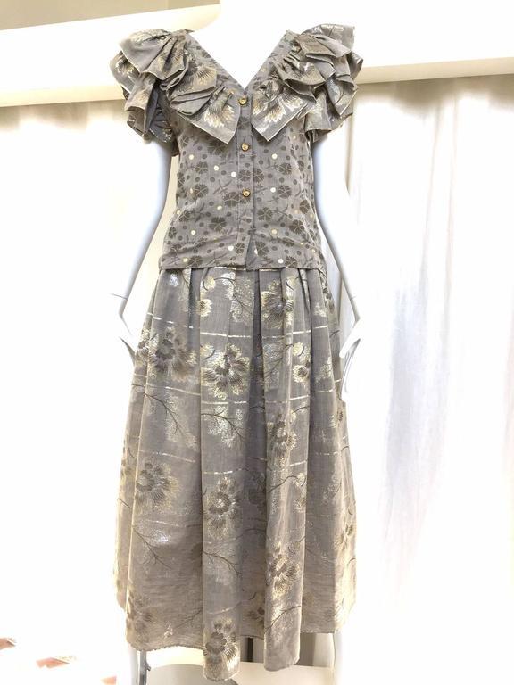 70s Oscar De La Renta grey and gold metallic linen 2 pcs. Blouse measurement: Bust: 36 Skirt waist: 26