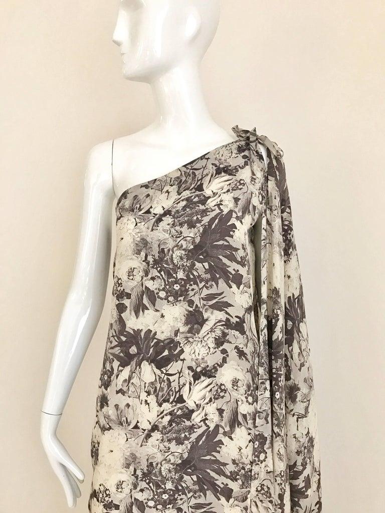Jean Patou Grey Floral Print One Shoulder Silk Dress, 1970s  For Sale 3