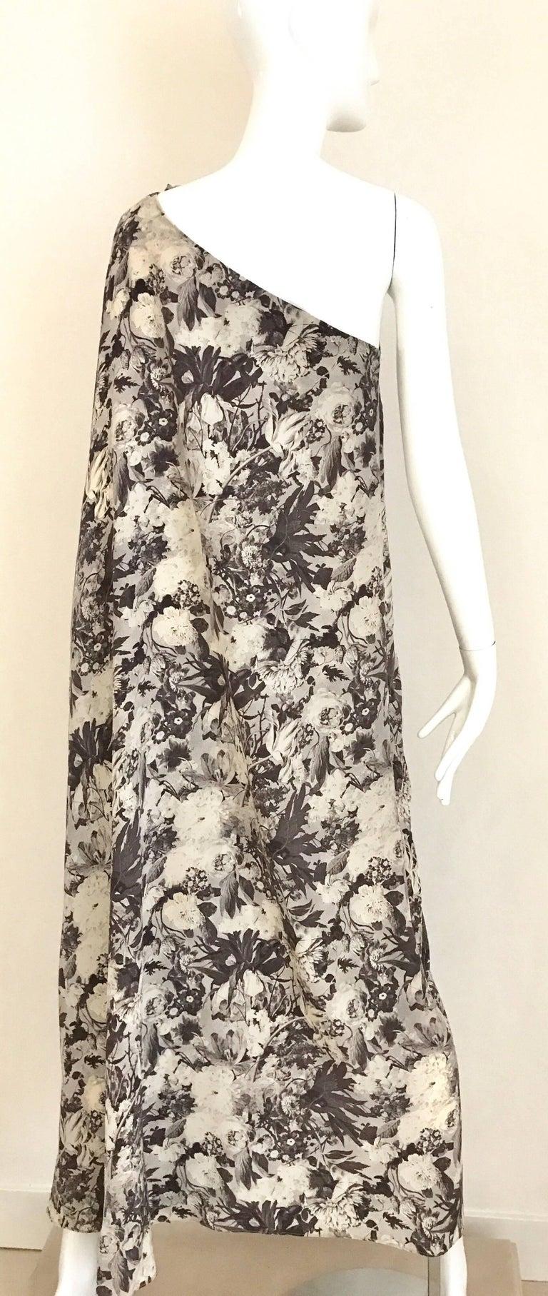 Jean Patou Grey Floral Print One Shoulder Silk Dress, 1970s  For Sale 4
