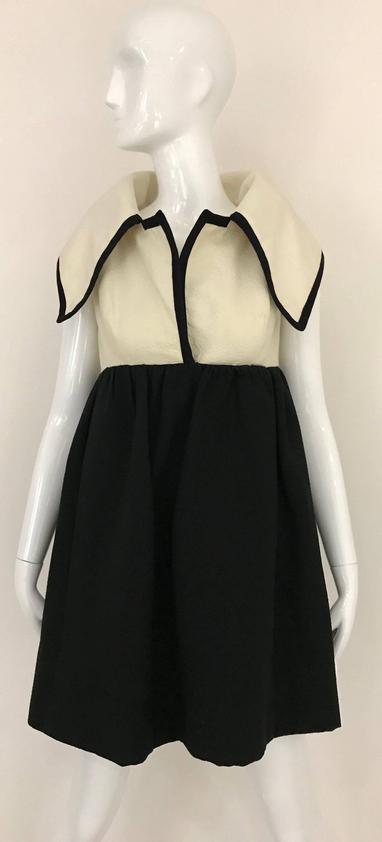 1960s Geoffrey Beene Creme and Black Cotton Mini Dress with Large Collar In Good Condition For Sale In Beverly Hills, CA