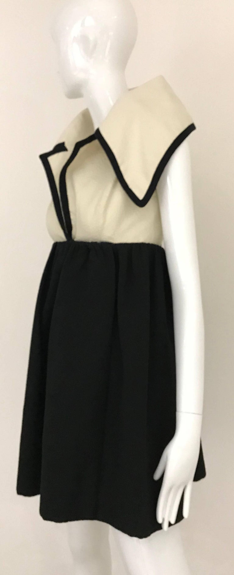 1960s Geoffrey Beene Creme and Black Cotton Mini Dress with Large Collar For Sale 2