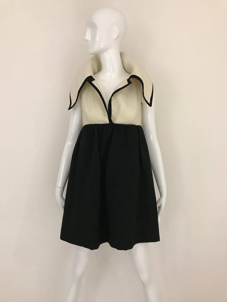 1960s Geoffrey Beene Creme and Black Cotton Mini Dress with Large Collar For Sale 3