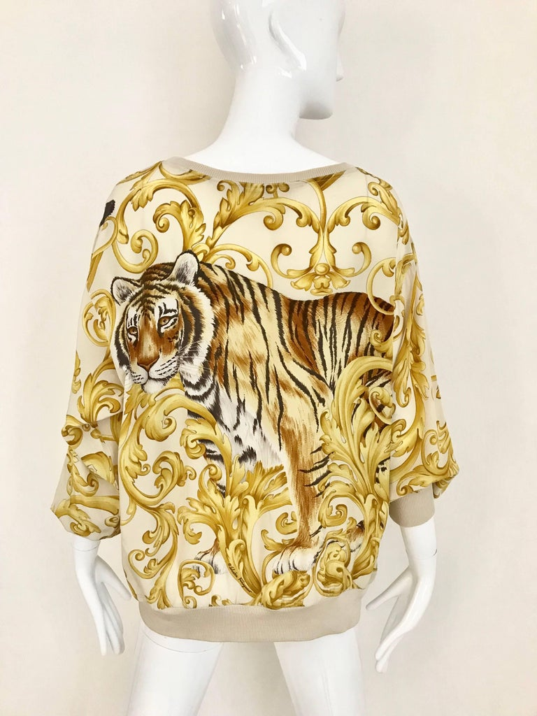 What a fun 1980s Salvatore Ferragamo Yellow and creme silk creme with oversized leopard print.    Size: LARGE ( 6/8/10)