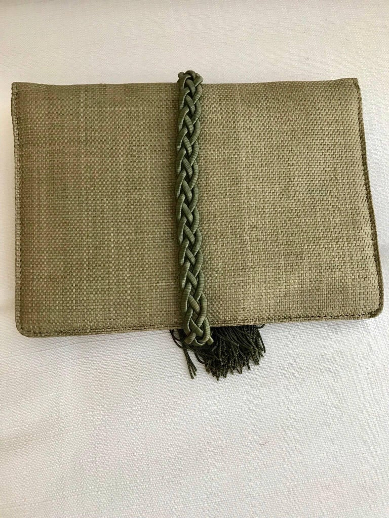 Ugo Correani Olive Green Linen Clutch  In Excellent Condition For Sale In Beverly Hills, CA
