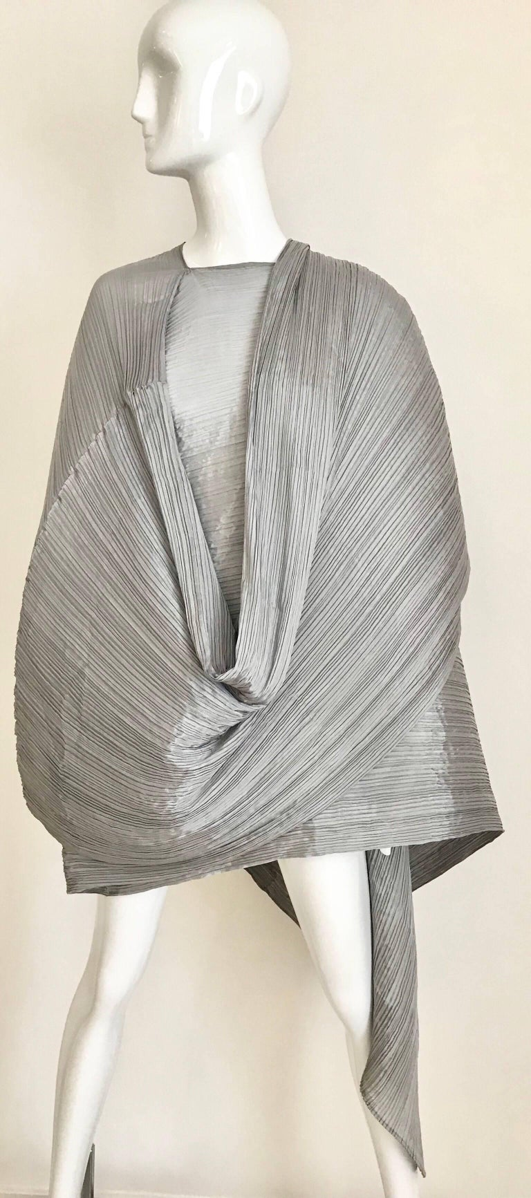 Issey Miyake Pleats Please Silver Grey Caftan Dress In Excellent Condition For Sale In Beverly Hills, CA