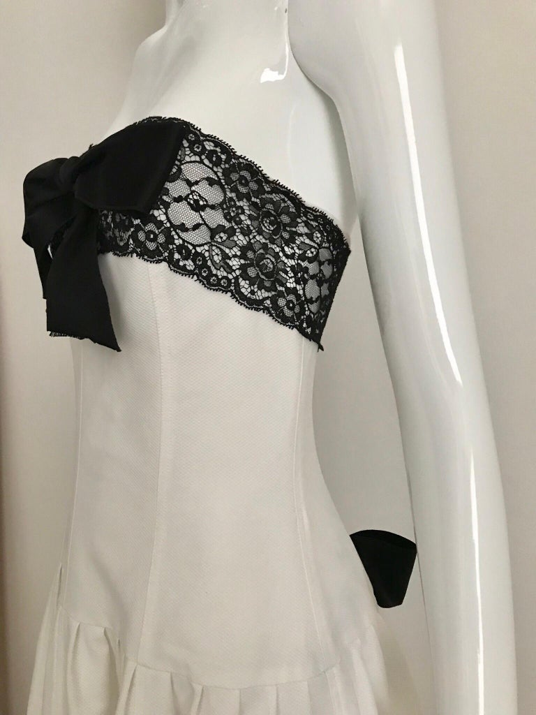 Chanel White and Black Cotton Pique Strapless Cocktail Dress, 1980s  In Excellent Condition For Sale In Beverly Hills, CA