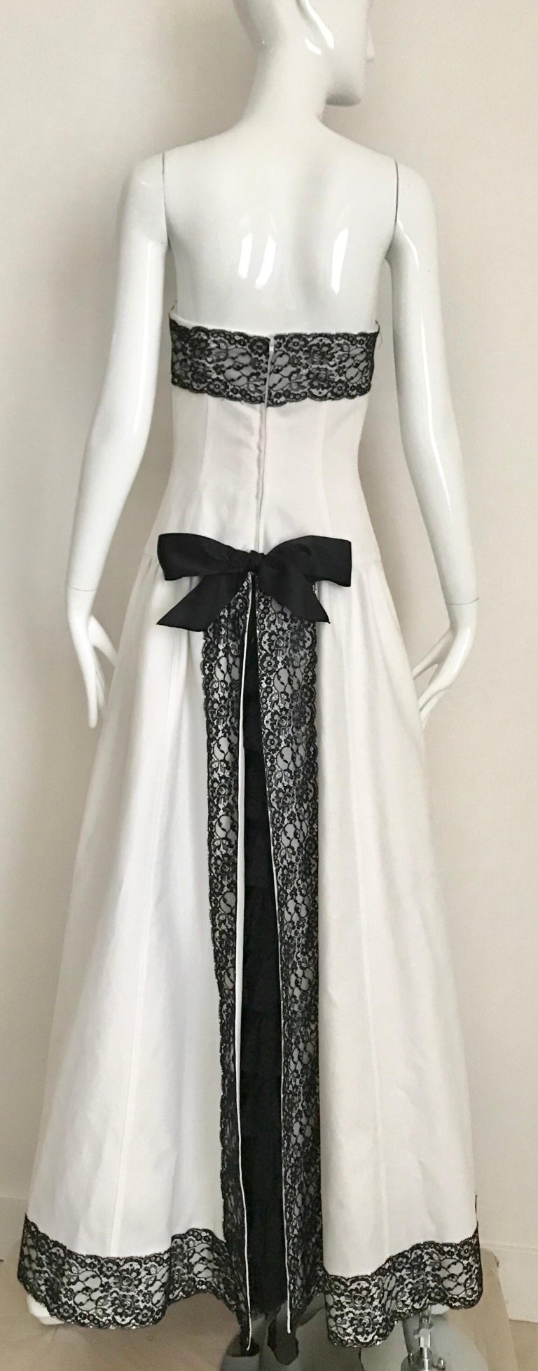 Women's Chanel White and Black Cotton Pique Strapless Cocktail Dress, 1980s  For Sale