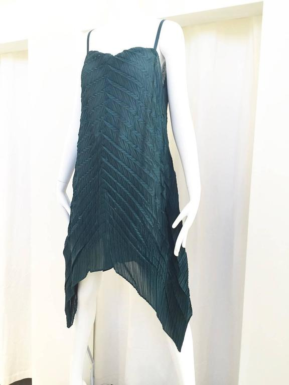 90s ISSEY MIYAKE green pleat dress In Excellent Condition For Sale In Beverly Hills, CA