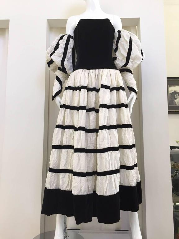 Vintage Chanel off white crushed silk strapless gown with detachable sleeve For Sale 1