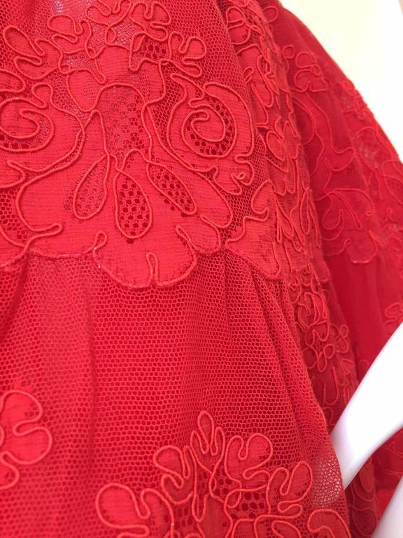 80s Vicky Tiel red lace strapless mini cocktail dress In Excellent Condition For Sale In Beverly Hills, CA