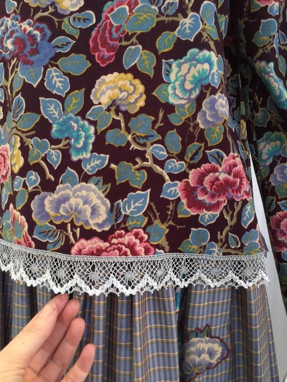 Gray 1970s Geoffrey Beene Floral Print Wool Crepe Blouse and Skirt Set For Sale